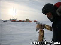 Tara in ice (F.Latreille/www.taraexpeditions.org)
