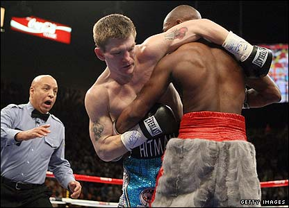 Ricky Hatton and Floyd Mayweather clinch