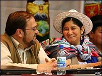 Silvia Lazarte, presidenta de la Asamblea, junto al vice presidente, Roberto Aguilar