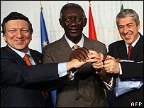 EC President Jose Manuel Barroso, Ghana's President John Agyekum Kufuor, Portugal's PM Jose Socrates at summit, 9 Dec 2007