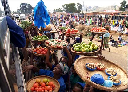Malawian vendors selling goods to travellers on a bus (Photo by BBC News website reader Jakub Chelminski)
