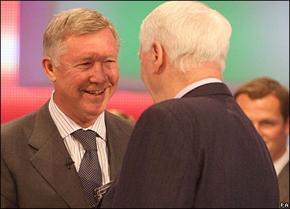Sir Alex Ferguson gives Sir Bobby Robson his award
