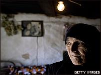 Una mujer del enclave serbio de Suvo Grillo en Kosovo
