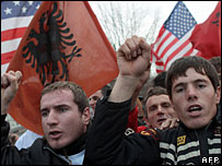 Kosovo Albanians shout slogans during a pro-independence march, 10 December 2007