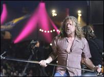 Robert Plant en un escenario en Suiza el 26 de julio 2007
