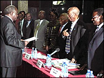 President Kibaki submits his nomination papers to the KEC in November 2007