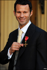 Ryan Giggs collects his OBE from the Queen