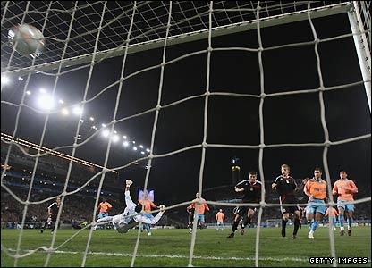 Gerrard scores Liverpool's first goal