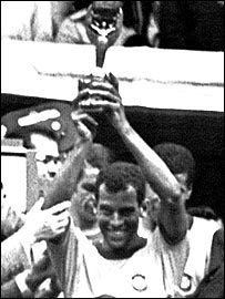 Carlos Alberto holds aloft the Jules Rimet trophy in 1970