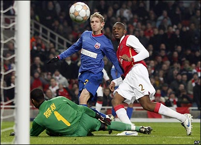 Diaby sends his shot goalwards