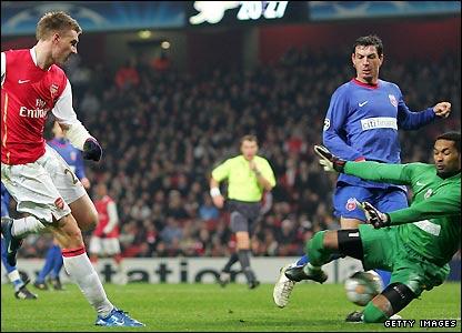 Bendtner beats Robinson Zapata to score