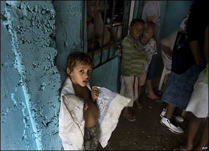 A group of residents in Santo Domingo sheltering from tropical storm Olga, 11 December 2007