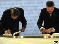 Primer ministro y canciller belgas firman el tratado