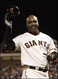 Barry Bonds celebrates his 756th home run (7 August 2007)