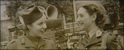 Tereska Torres (L) and her friend Claire Chicoteau (R) during World War II