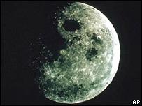 Moon (AP)