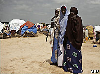 Somalian women at camp near Mogadishu - 10/12/2007