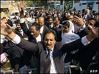 Lawyers in Pakistan protest against the emergency (13 December 2007)
