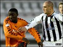 Dundee Utd's Prince Buaben and St Mirren's Billy Mehmet