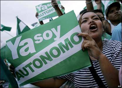 Pro-autonomy protestor in Santa Cruz