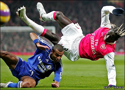 Cole tackles Arsenal's Bacary Sagna