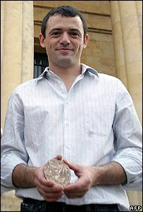 Gwen Le Gouil, holding his prestigious Prix Albert Londres (file picture)
