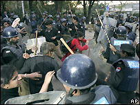 Pakistani riot police disperse protesters trying to reach home of the former chief justice who is under house arrest - 17/12/2007