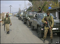 Pakistani soldiers on patrol in Mingora region in the north-west - 13/12/2007
