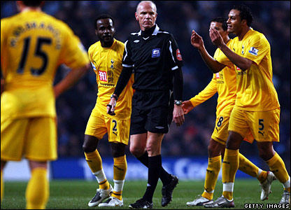 Didier Zokora is sent off by referee Steve Bennett