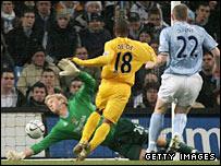 Jermain Defoe puts Tottenham ahead against Manchester City
