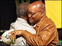 Jacob Zuma hugs President Mbeki