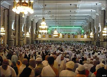 Muslim pilgrims perform the Saay from Safa to Marwa hills