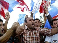 AKP supporters celebrate the party's general election victory (July 2007)