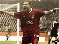 Ricky Foster celebrates scoring Aberdeen's fourth goal