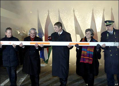 Hungarian government leaders hold a dismantled barrier at the border station of Hegyeshalom just after midnight on Friday 21 December 2007