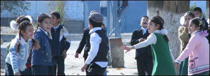 Turkmen schoolchildren