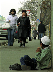 A young boy sits on the streets of Samarkand