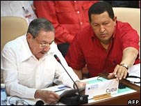 Cuban Acting President Raul Castro (L) and Venezuelan President Hugo Chavez at the Petrocaribe summit on 21 December 2007