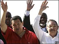 Hugo Ch�vez (izq) y Ra�l Castro
