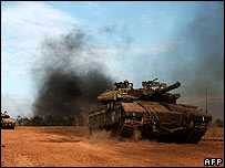 Israeli tanks return from an operation in Gaza on 20 December 2007