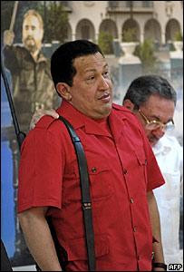 El mandatario de Venezuela, Hugo Ch�vez, y el presidente en funciones de Cuba, Ra�l Castro.