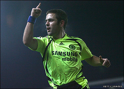 Joe Cole celebrates his goal for Chelsea