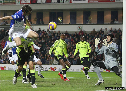 Ryan Nelsen attacks a header in the Chelsea box
