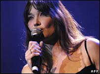 Carla Bruni singing in Paris in June