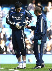 Petr Cech in action in the warm-up