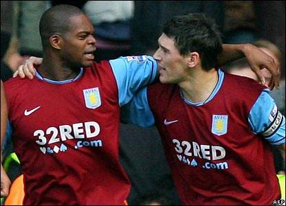 Marlon Harewood and Gareth Barry celebrate Villa's fourth goal