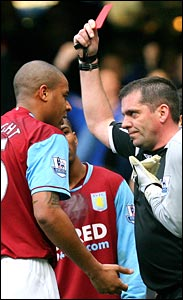 Zat Knight remonstrates with referee Phil Dowd after he is sent off against Chelsea at Stamford Bridge