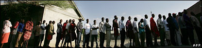 Kenyans wait in line to cast their vote at a local polling station in Magadi, 27 December 2007