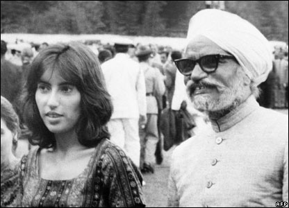 Benazir Bhutto with Indian Foreign Affairs Minister Swaran Singh in 1972
