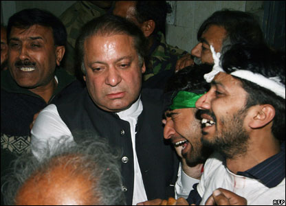 Pakistani former premier Nawaz Sharif comforts Bhutto supporters